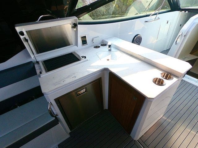 2020 Cruisers Yachts boat for sale, model of the boat is 38GLS I/O & Image # 9 of 18