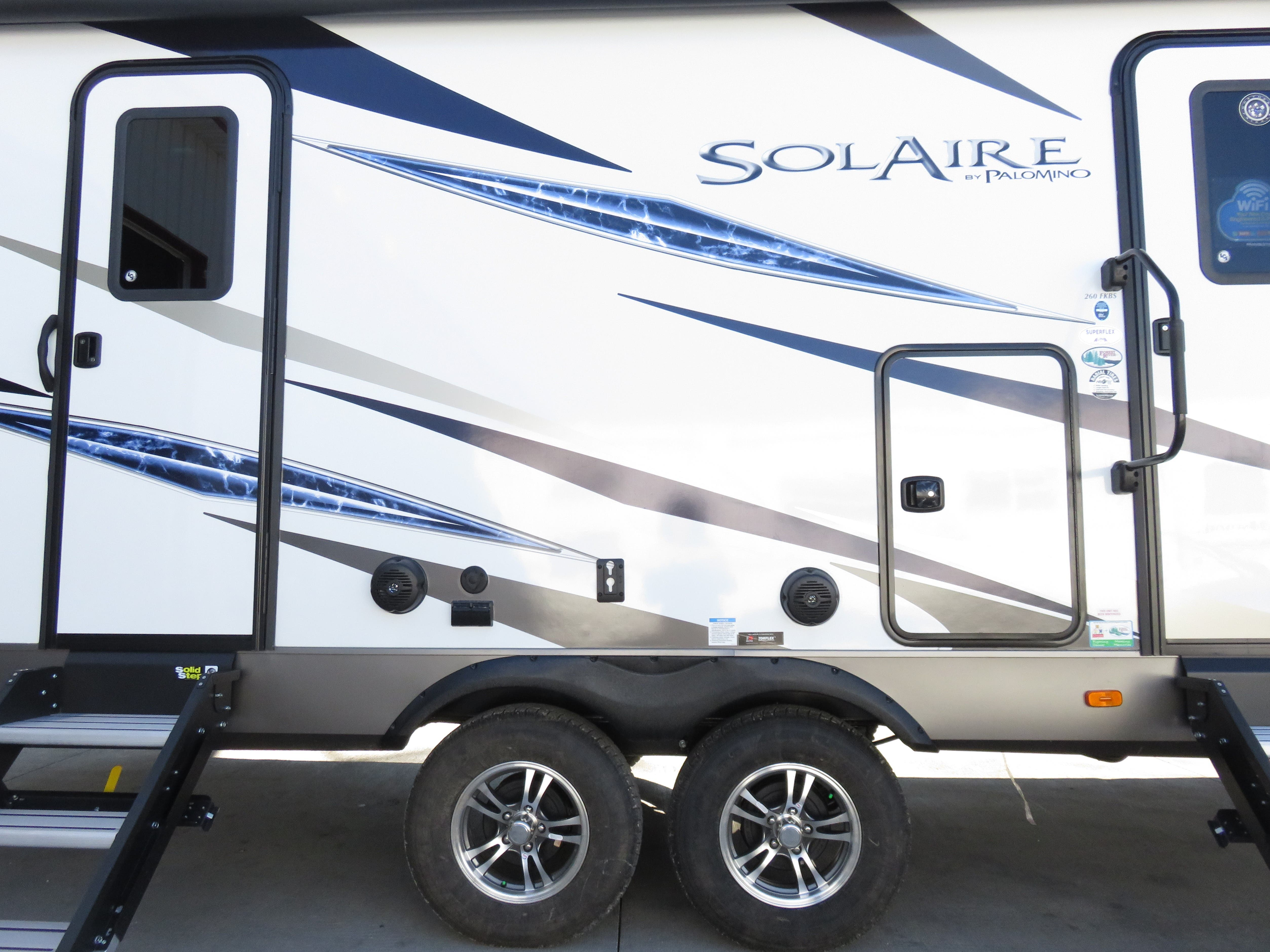 2020 Forest River Palomino Solaire Ultra Lite 260FKBS Thumbnail