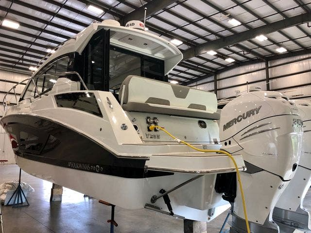 2020 Four Winns boat for sale, model of the boat is 355V/CoupeOB & Image # 21 of 25