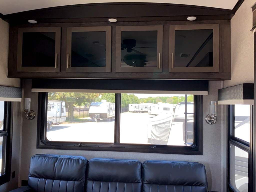 2020 Jayco North Point 377RLBH Thumbnail