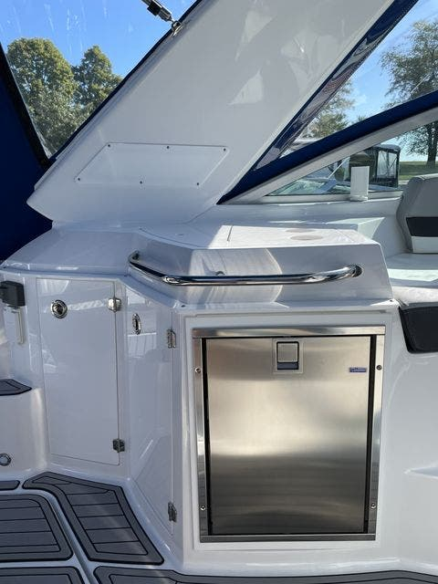 2020 Monterey boat for sale, model of the boat is 295 SPORT YACHT & Image # 6 of 17