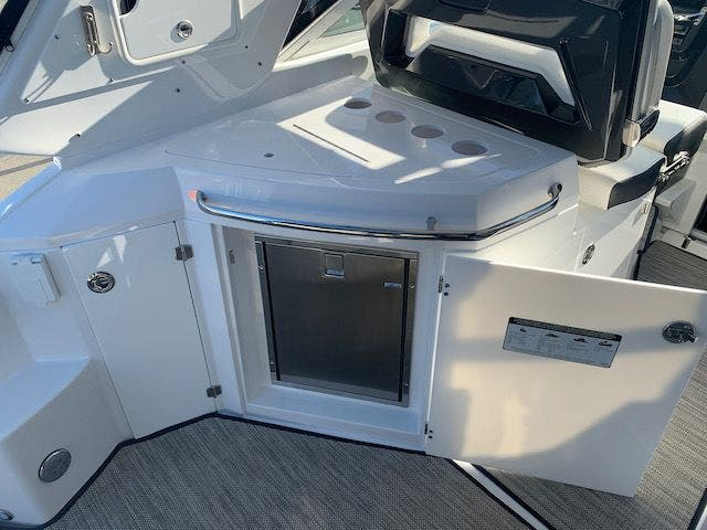 2020 Monterey boat for sale, model of the boat is 335 SY & Image # 6 of 67