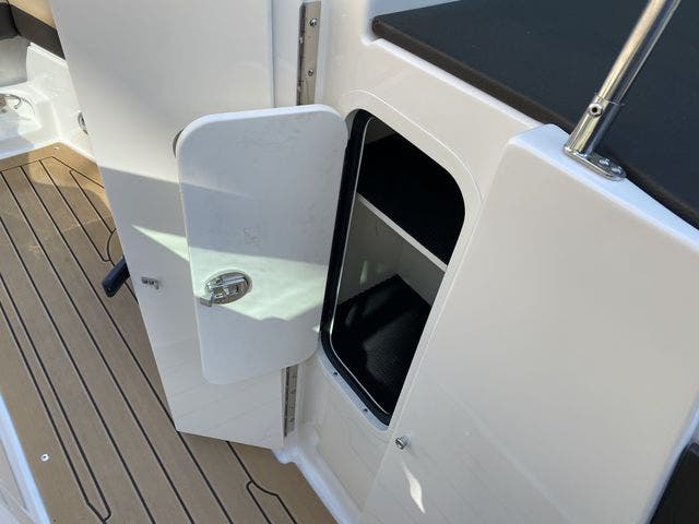 2020 Sea Ray boat for sale, model of the boat is 250SLX & Image # 6 of 13