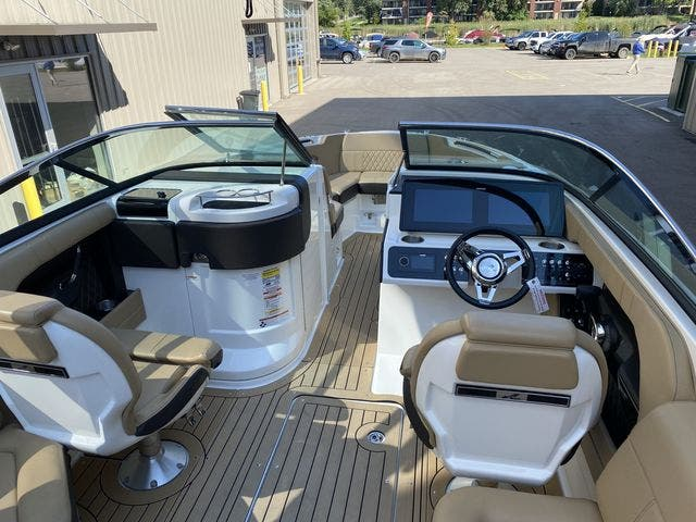 2020 Sea Ray boat for sale, model of the boat is 250SLX & Image # 9 of 13