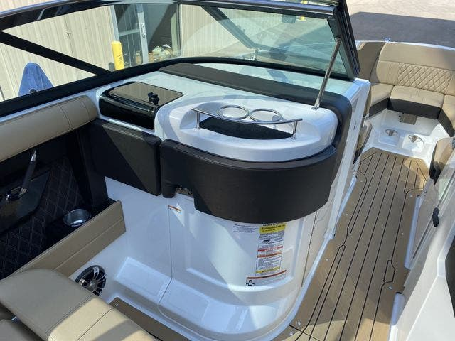 2020 Sea Ray boat for sale, model of the boat is 250SLX & Image # 10 of 13
