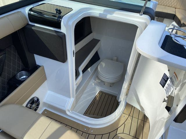 2020 Sea Ray boat for sale, model of the boat is 250SLX & Image # 11 of 13