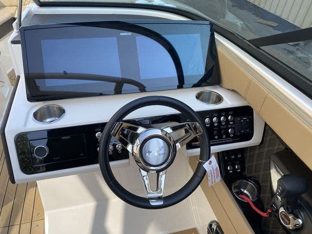 2020 Sea Ray boat for sale, model of the boat is 250SLX & Image # 12 of 13