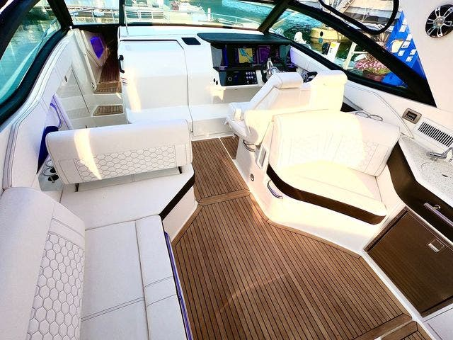 2020 Sea Ray boat for sale, model of the boat is 320DAO & Image # 12 of 29