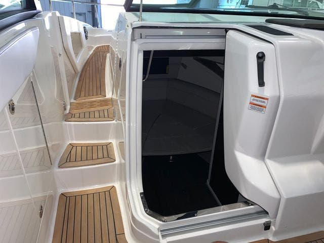 2020 Sea Ray boat for sale, model of the boat is 320DAO & Image # 13 of 29