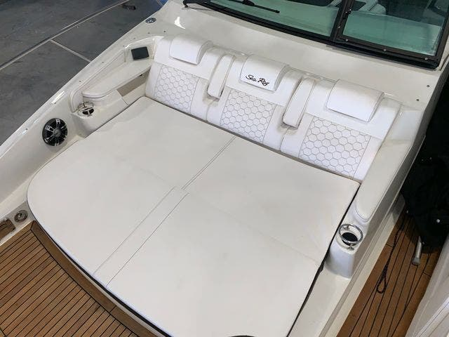 2020 Sea Ray boat for sale, model of the boat is 320DAO & Image # 14 of 29