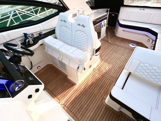 2020 Sea Ray boat for sale, model of the boat is 320DAO & Image # 16 of 29
