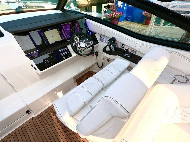 2020 Sea Ray boat for sale, model of the boat is 320DAO & Image # 18 of 29