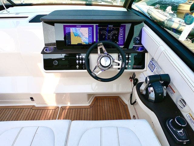 2020 Sea Ray boat for sale, model of the boat is 320DAO & Image # 19 of 29
