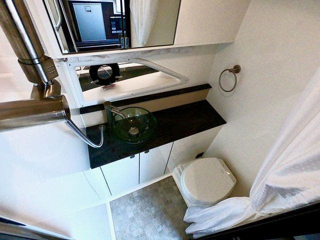 2020 Sea Ray boat for sale, model of the boat is 320DAO & Image # 27 of 29