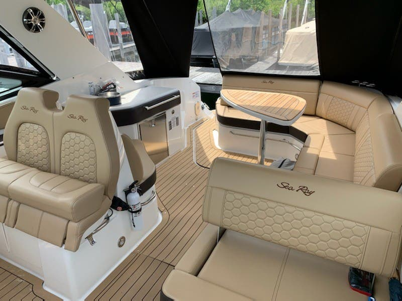 2020 Sea Ray boat for sale, model of the boat is 320 SUNDANCER & Image # 4 of 8