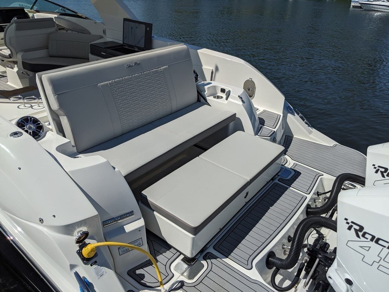 2020 Sea Ray boat for sale, model of the boat is 350SLX/R & Image # 4 of 16