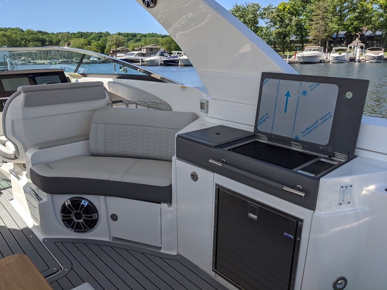 2020 Sea Ray boat for sale, model of the boat is 350SLX/R & Image # 6 of 16