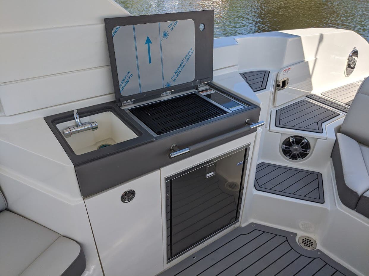 2020 Sea Ray boat for sale, model of the boat is 350SLX/R & Image # 7 of 16