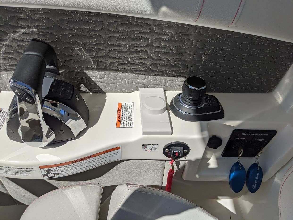 2020 Sea Ray boat for sale, model of the boat is 350SLX/R & Image # 15 of 16