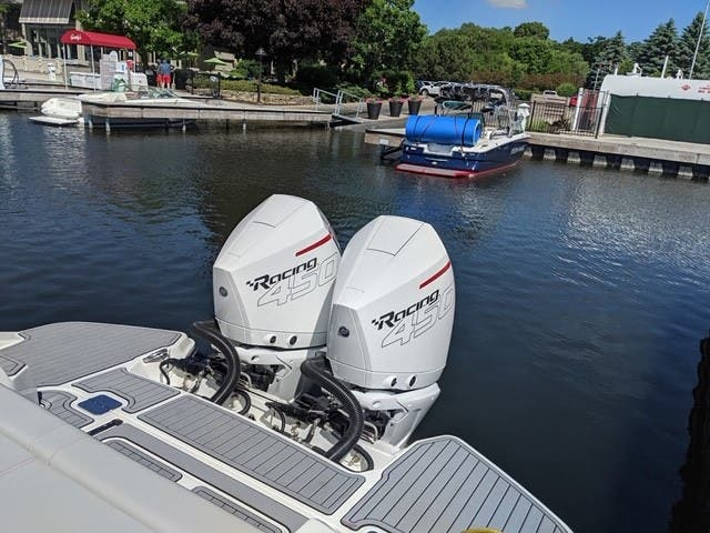 2020 Sea Ray boat for sale, model of the boat is 350SLX/R & Image # 16 of 16