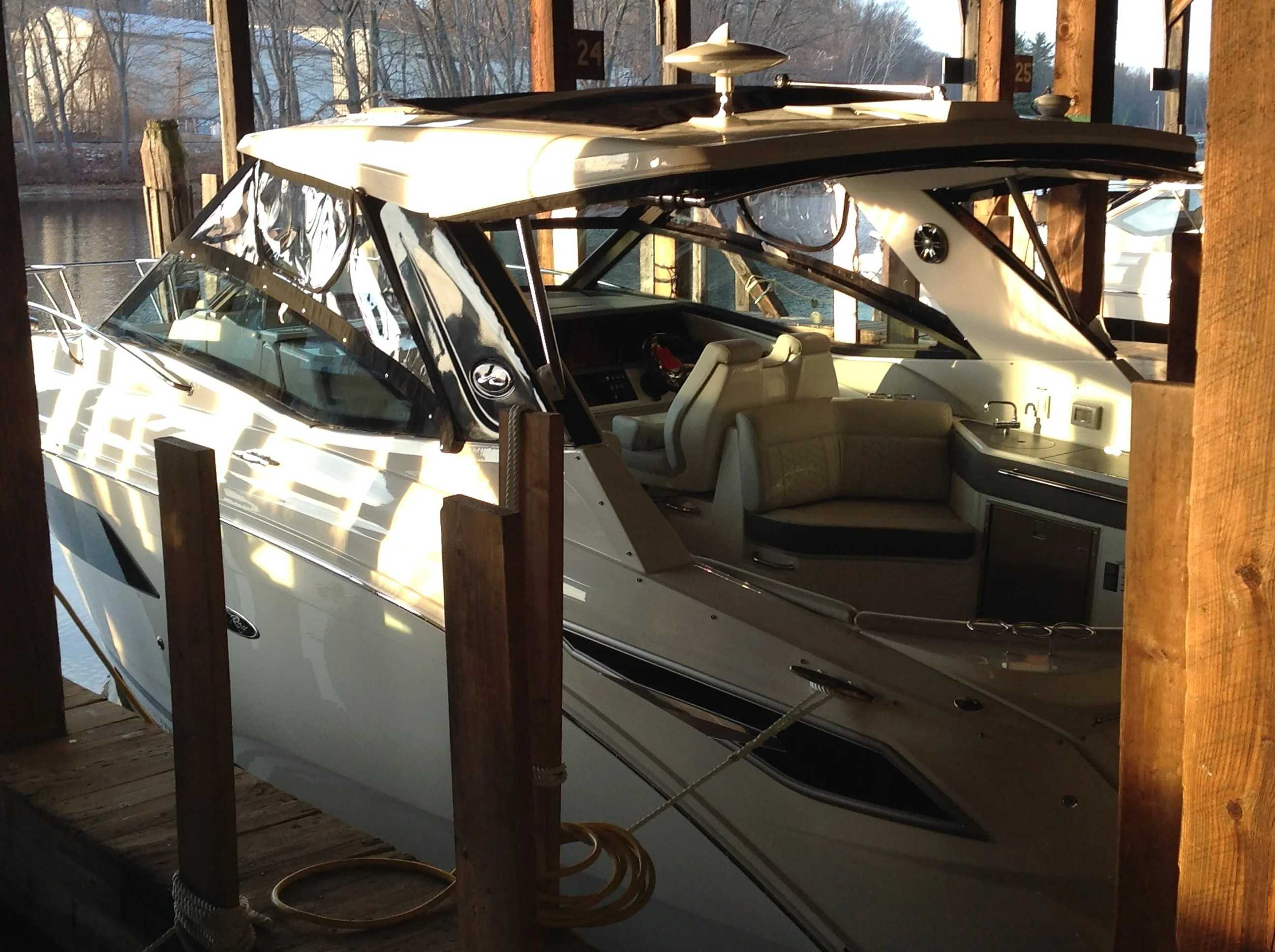 2020 Sea Ray boat for sale, model of the boat is 350 Sundancer Coupe & Image # 4 of 31