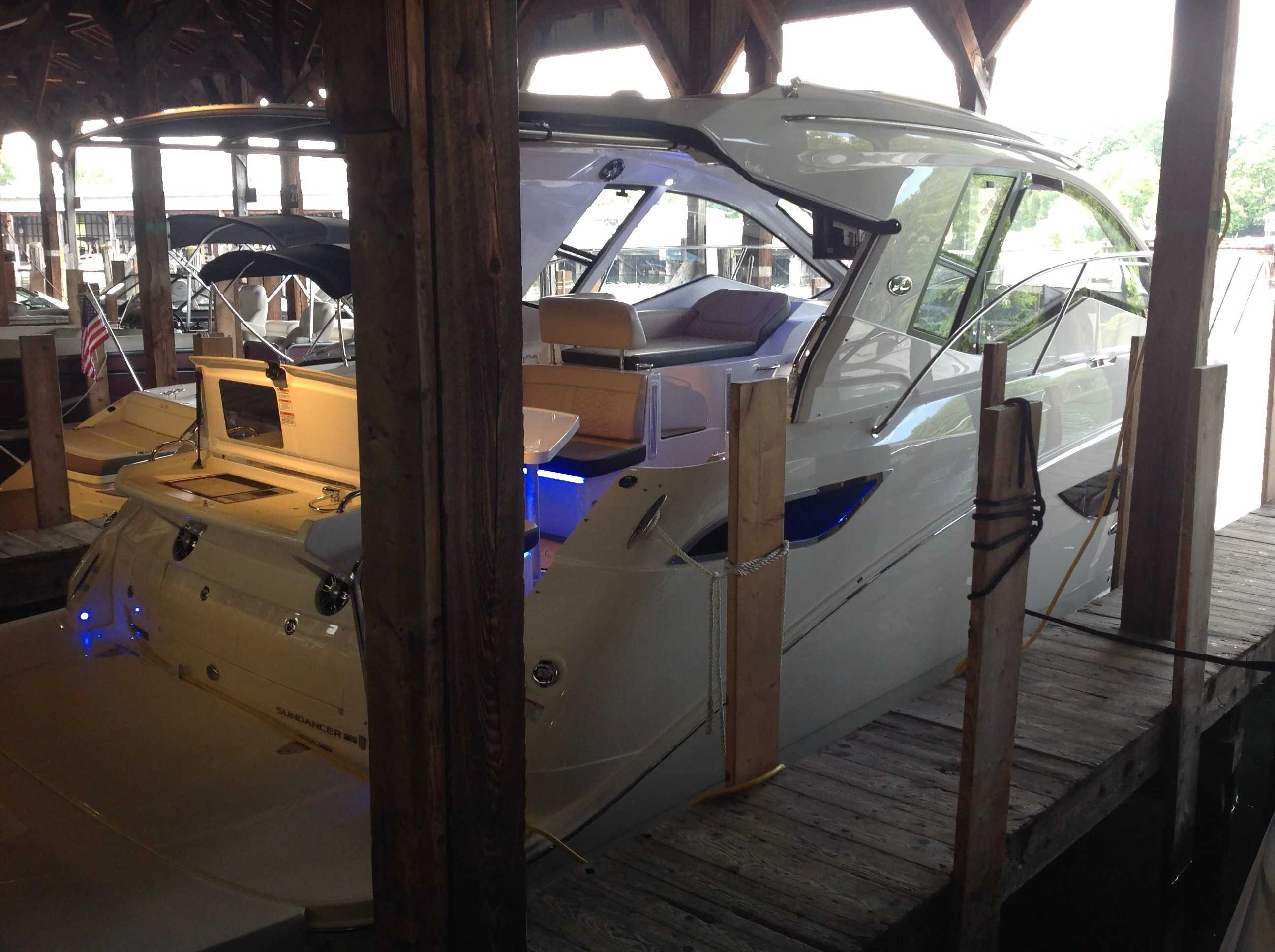 2020 Sea Ray boat for sale, model of the boat is 350 Sundancer Coupe & Image # 6 of 31