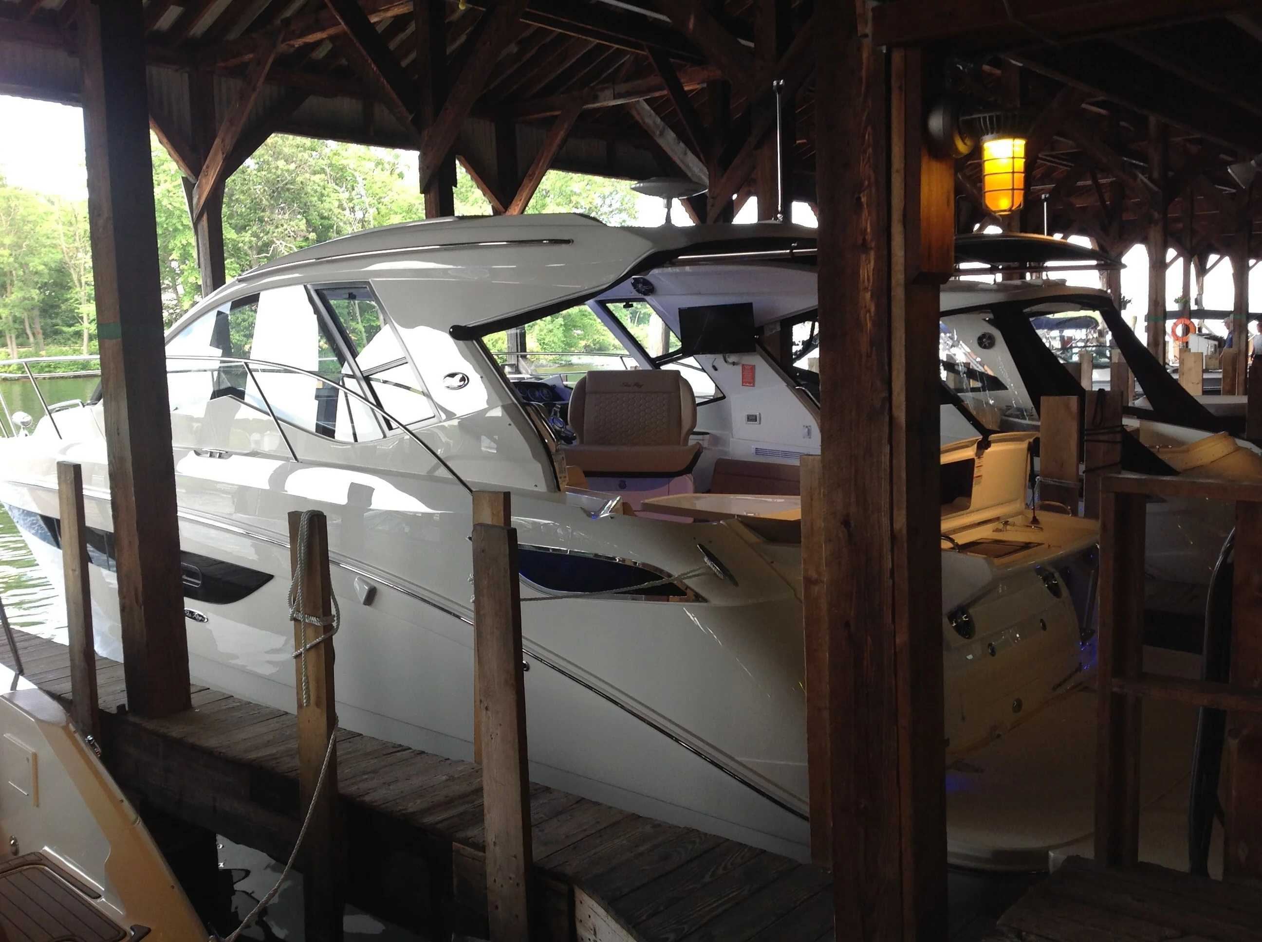 2020 Sea Ray boat for sale, model of the boat is 350 Sundancer Coupe & Image # 5 of 31