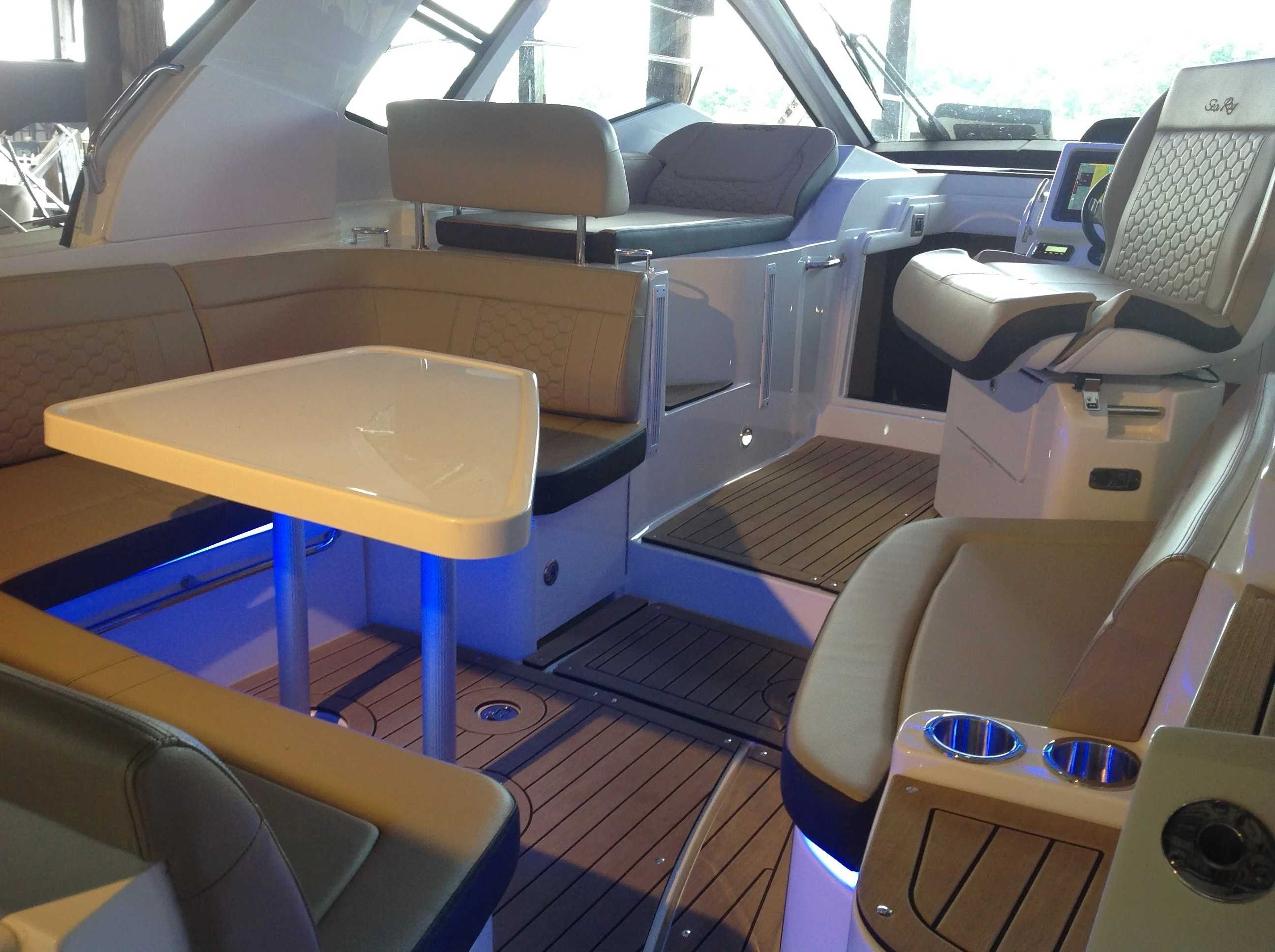 2020 Sea Ray boat for sale, model of the boat is 350 Sundancer Coupe & Image # 17 of 31