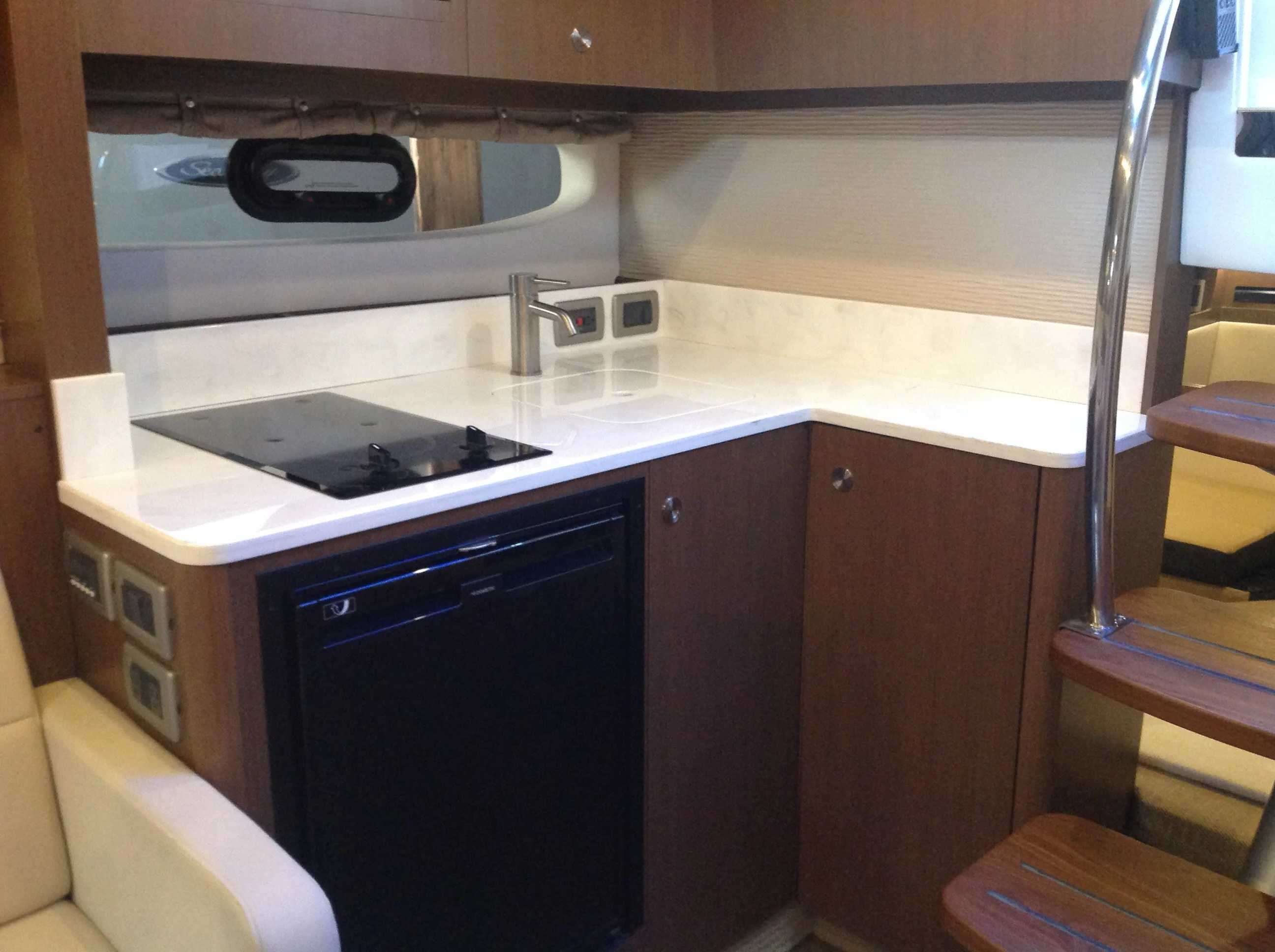2020 Sea Ray boat for sale, model of the boat is 350 Sundancer Coupe & Image # 27 of 31