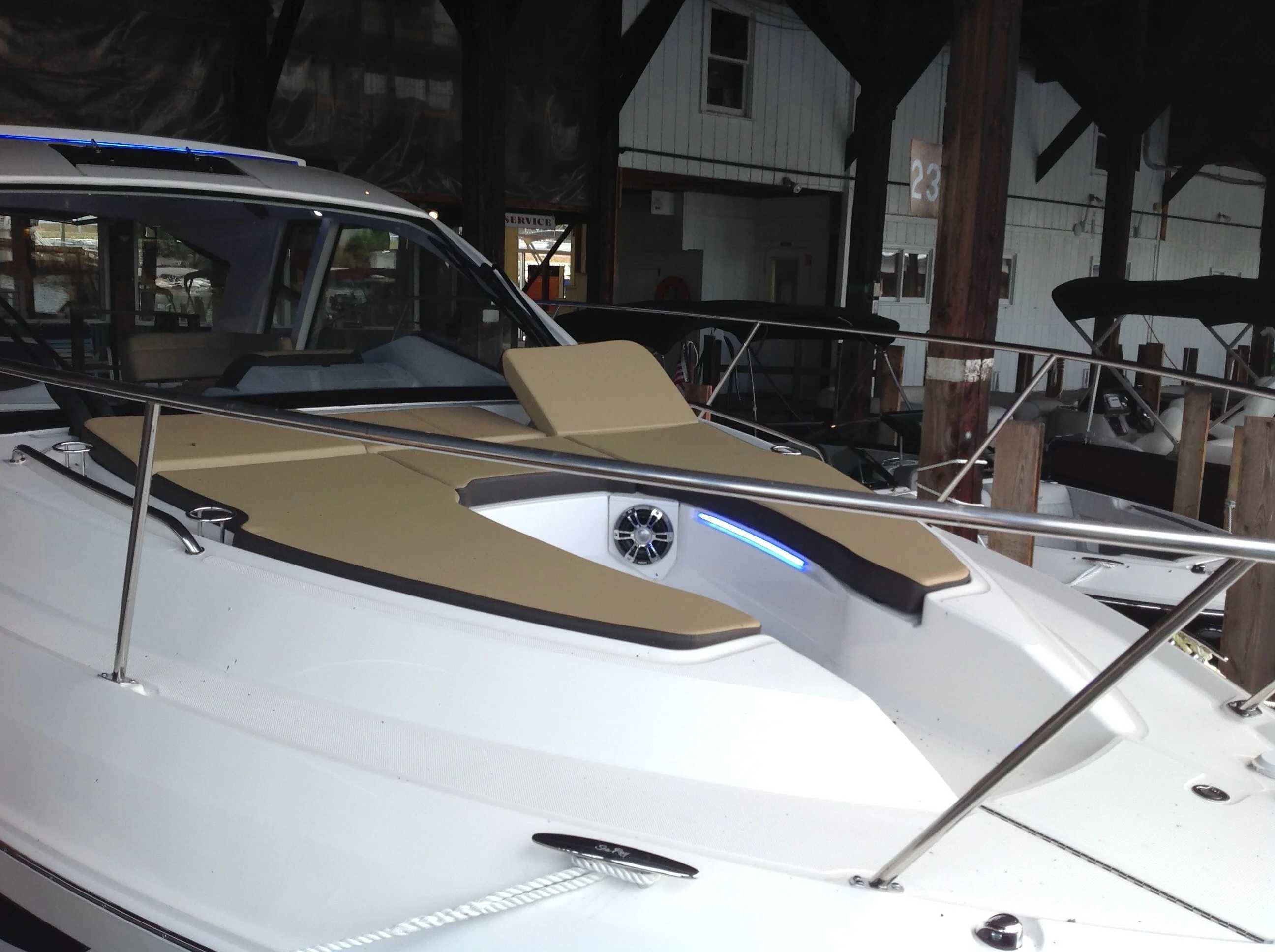 2020 Sea Ray boat for sale, model of the boat is 350 Sundancer Coupe & Image # 8 of 31