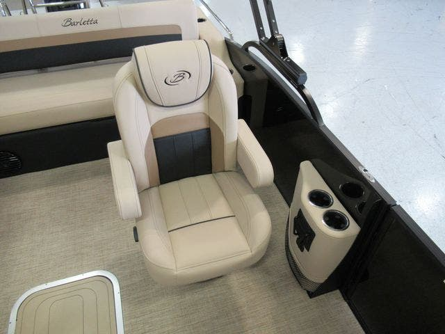 2021 Barletta boat for sale, model of the boat is C22UCTT & Image # 9 of 22
