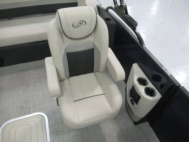 2021 Barletta boat for sale, model of the boat is C22UCTT & Image # 10 of 24