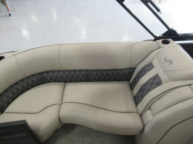 2021 Barletta boat for sale, model of the boat is L23QC & Image # 17 of 28