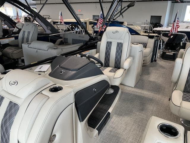 2021 Barletta boat for sale, model of the boat is L23QC & Image # 4 of 11