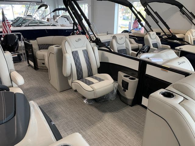 2021 Barletta boat for sale, model of the boat is L23QC & Image # 7 of 11