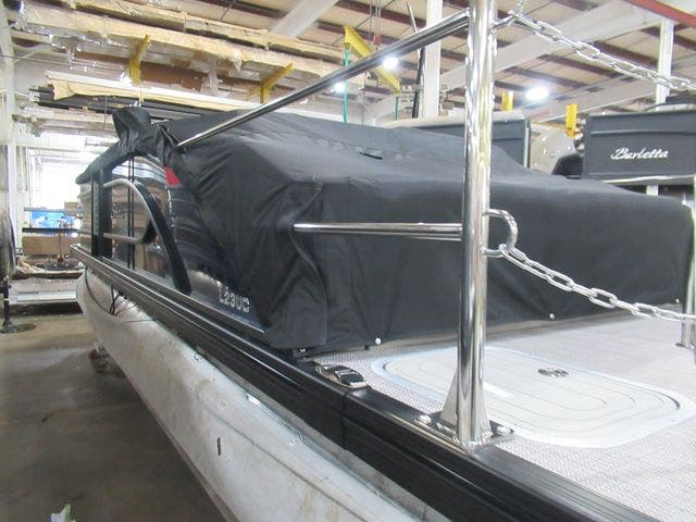 2021 Barletta boat for sale, model of the boat is L25UCTT & Image # 7 of 28