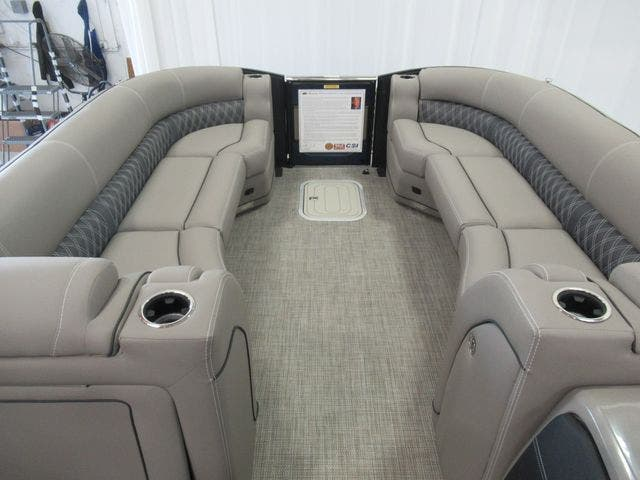2021 Barletta boat for sale, model of the boat is L25UCTT & Image # 8 of 25