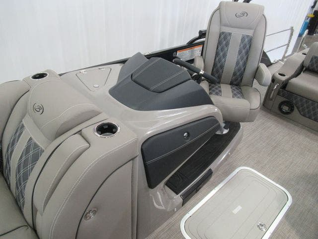 2021 Barletta boat for sale, model of the boat is L25UCTT & Image # 11 of 25