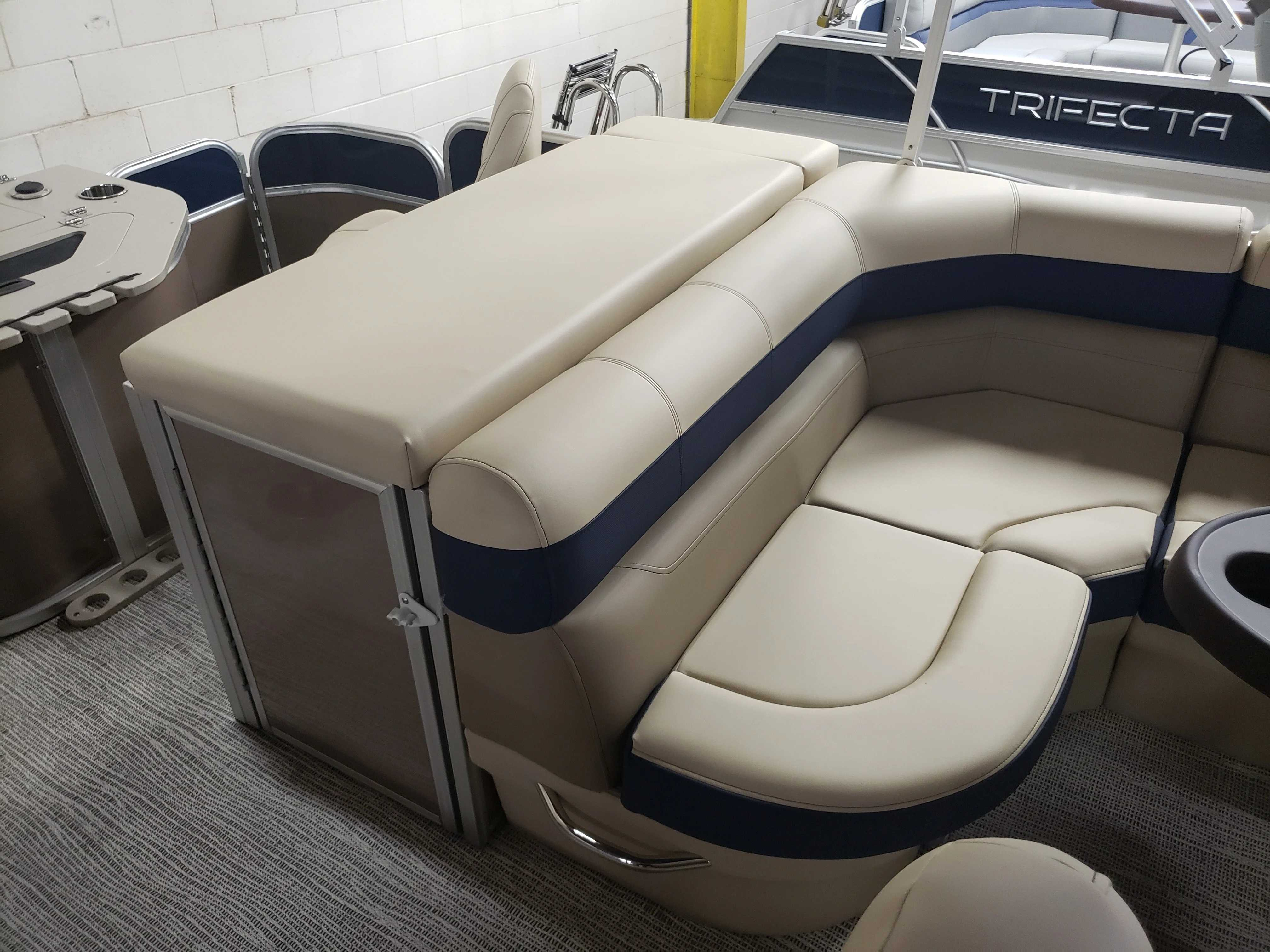 2021 Berkshire Pontoons boat for sale, model of the boat is 22RFC LE & Image # 4 of 7