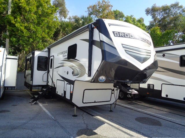 2021 Coachmen Brookstone 290RL