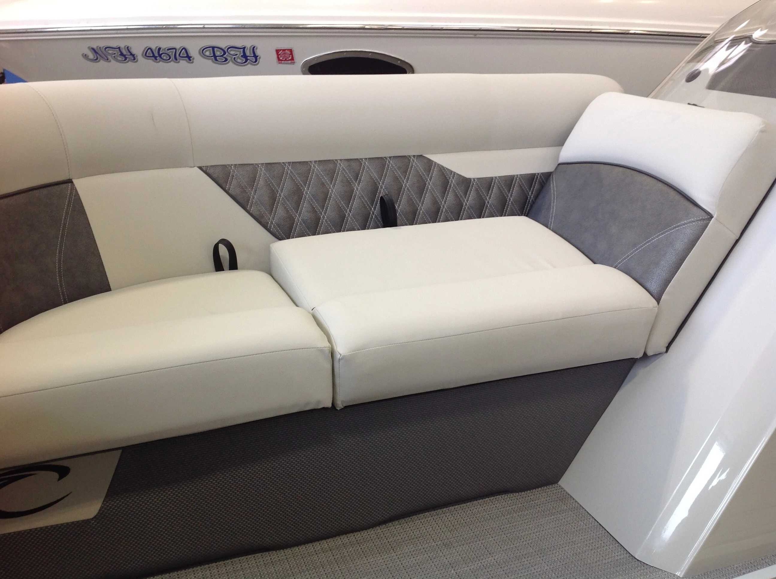 2021 Crest boat for sale, model of the boat is CL DLX & Image # 4 of 14