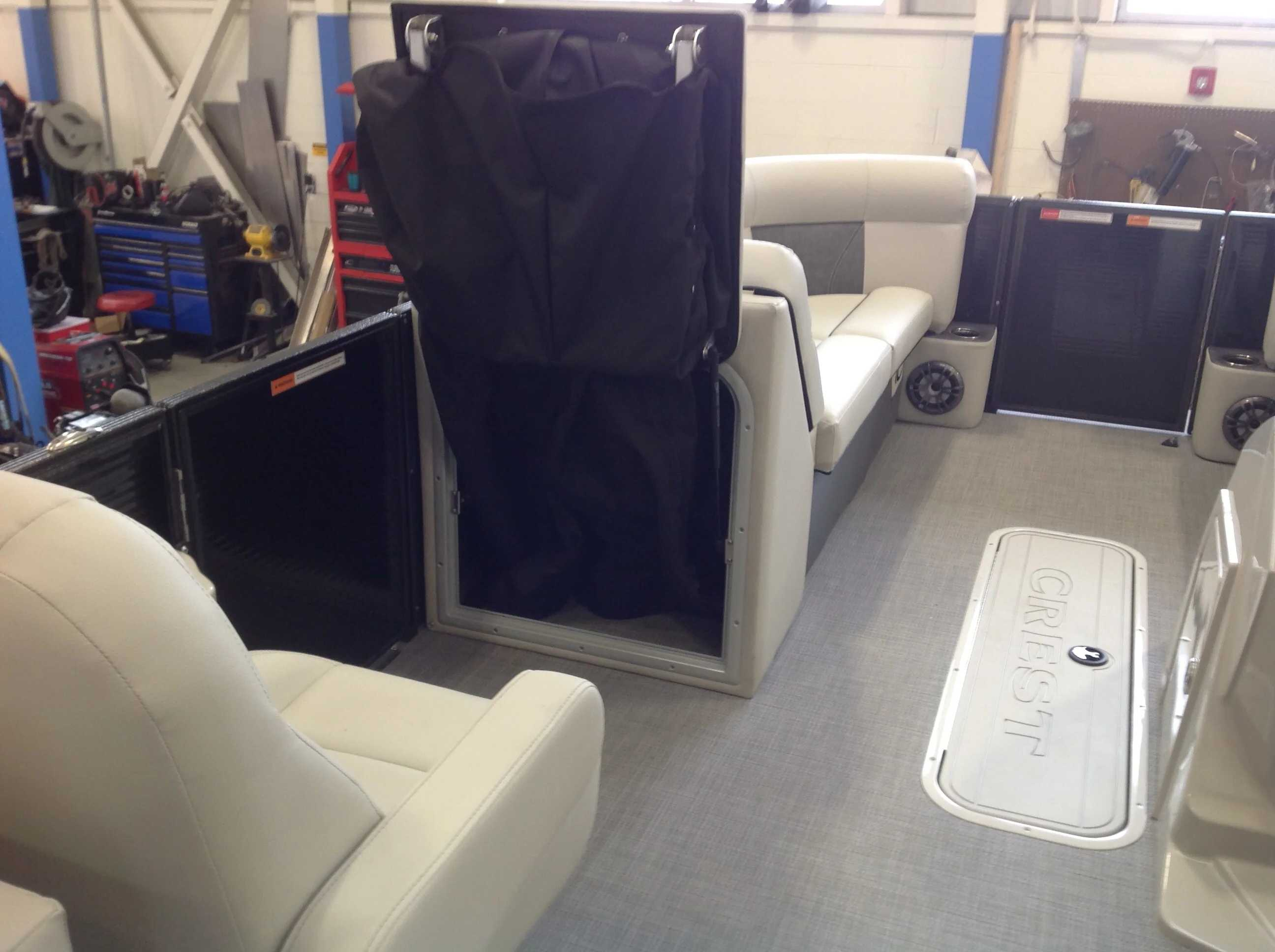 2021 Crest boat for sale, model of the boat is CL DLX & Image # 11 of 14