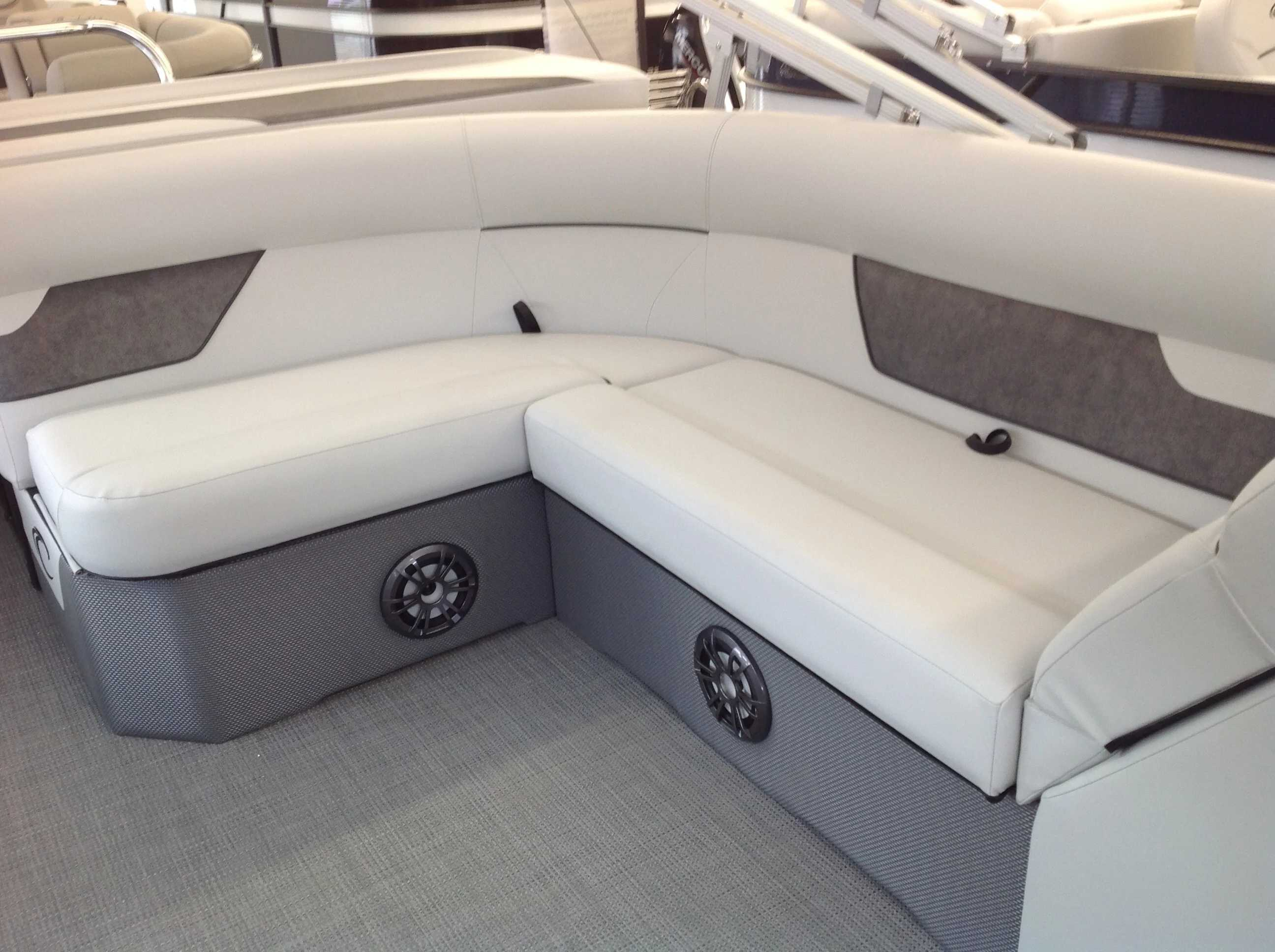 2021 Crest boat for sale, model of the boat is Cl Lx 200l & Image # 6 of 9