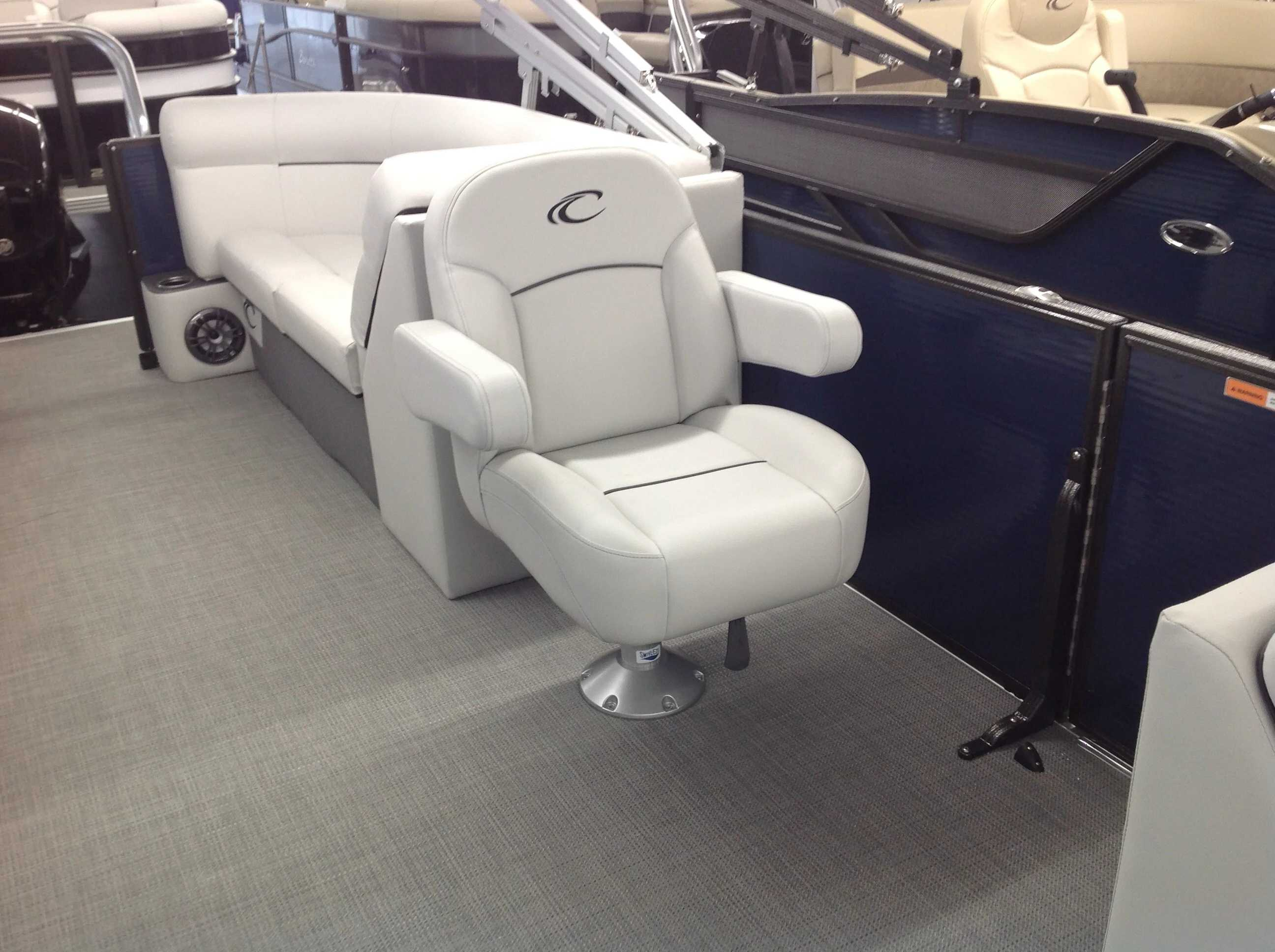 2021 Crest boat for sale, model of the boat is Cl Lx 220slc & Image # 8 of 13