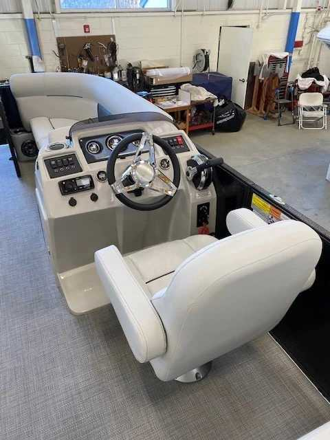 2021 Crest boat for sale, model of the boat is Cl Lx 220slc & Image # 8 of 15