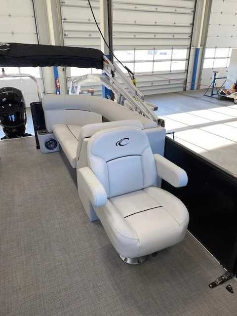 2021 Crest boat for sale, model of the boat is Cl Lx 220slc & Image # 12 of 15