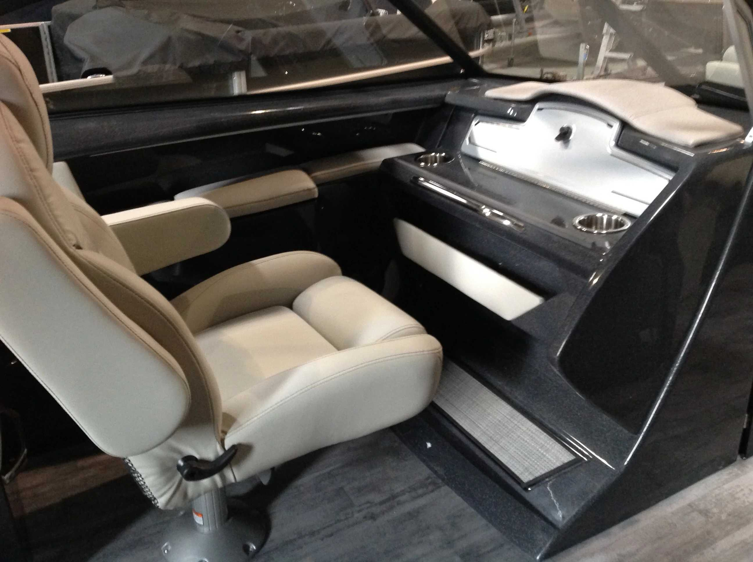 2021 Crest boat for sale, model of the boat is CONTINENTAL 250SLS & Image # 10 of 15