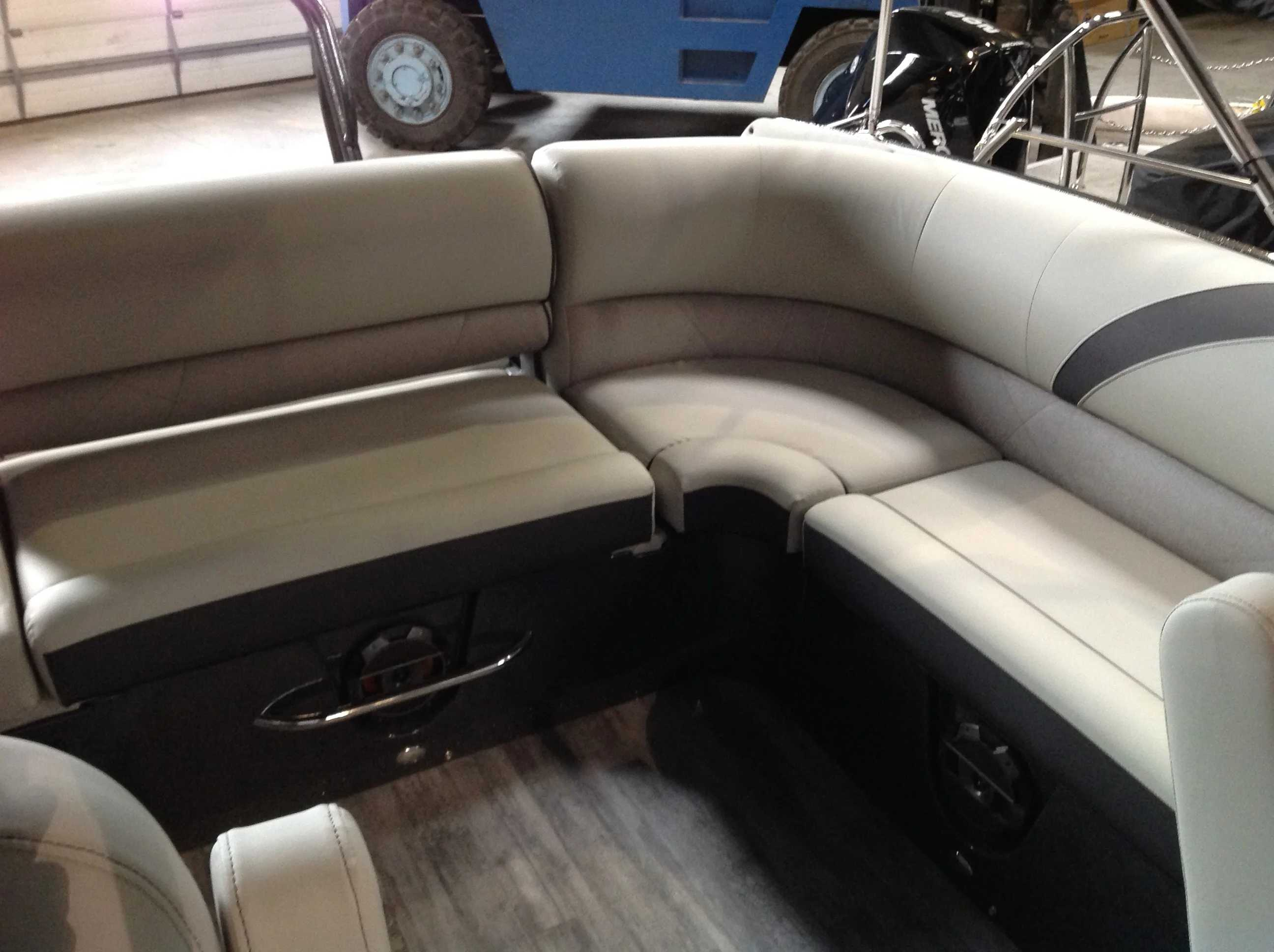 2021 Crest boat for sale, model of the boat is CONTINENTAL 250SLS & Image # 11 of 15