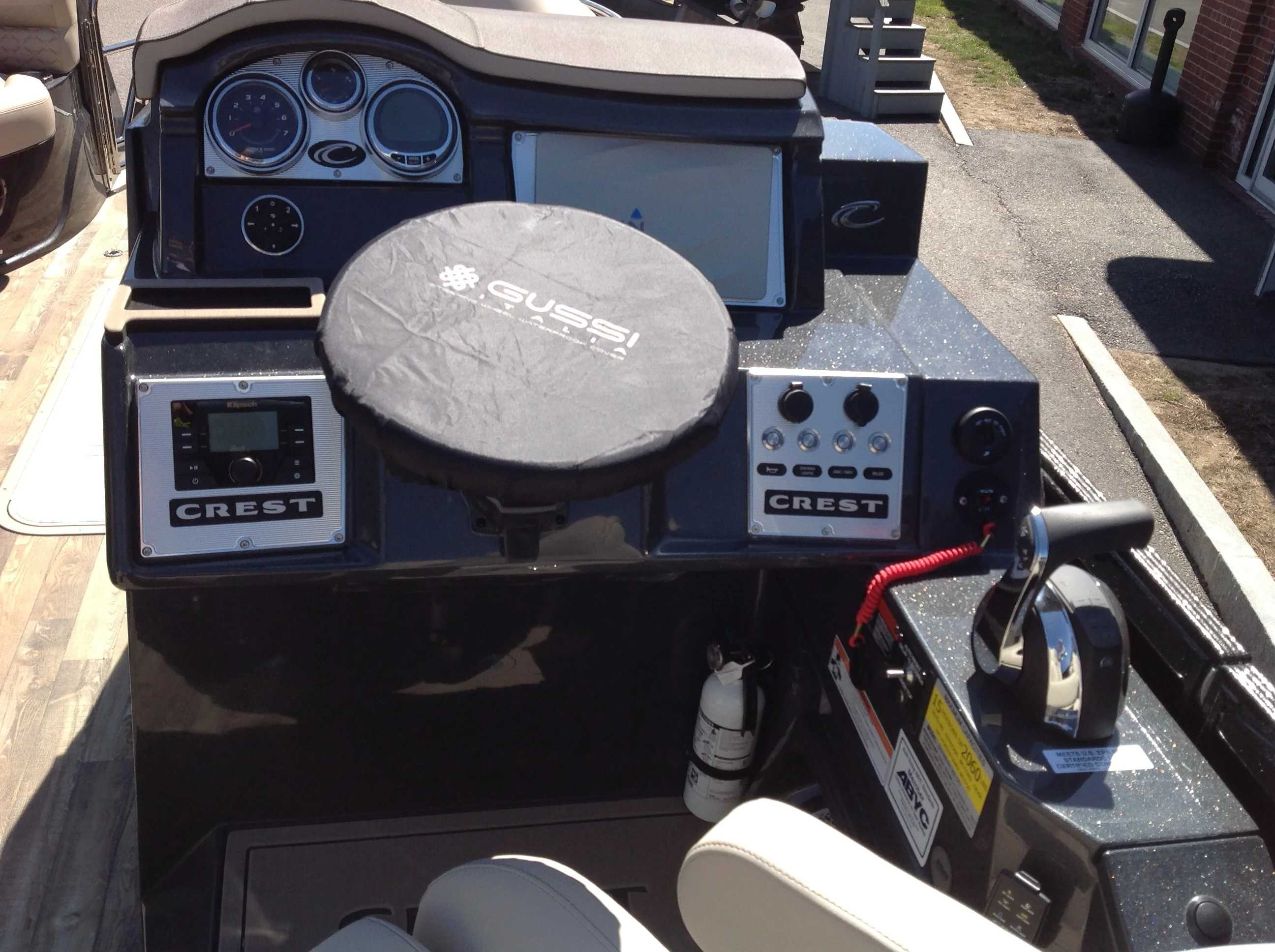 2021 Crest boat for sale, model of the boat is SAVANNAH 250SLRC & Image # 8 of 11