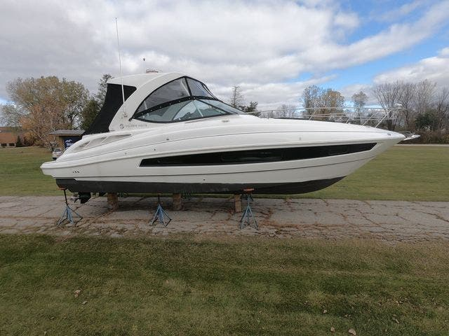2021 Cruisers Yachts boat for sale, model of the boat is 35EXPRESS & Image # 16 of 23